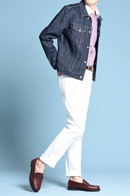 """<strong>MEN'S STYLE</strong><br /> 王道のローファーはやはり素足で。さらに、ホワイトのパンツを合わせることで爽やかなカジュアルスタイルが完成する。   <br />  <a href=""""/gallery/1470755/7"""" class=""""link_underline""""> 靴 2万5920円</a>  <br /> <br />  <a href=""""http://www.regalshoes.jp/week/16s/mens/#shoes13"""" target=""""_new"""">http://www.regalshoes.jp/week/16s/mens/#shoes13</a>"""