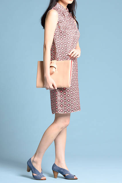 """<strong>WOMEN'S STYLE</strong><br /> ガーリーでキュートなワンピースには、これからの季節にぴったりな淡いインディゴを合わせヒネりをプラスしたい。  <br />  <a href=""""/gallery/1470755/22"""" class=""""link_underline""""> 靴 1万8360円   </a>  <br /> <br />  <a href=""""http://www.regalshoes.jp/week/16s/ladies/#shoes07"""" target=""""_new"""">http://www.regalshoes.jp/week/16s/ladies/#shoes07</a>"""