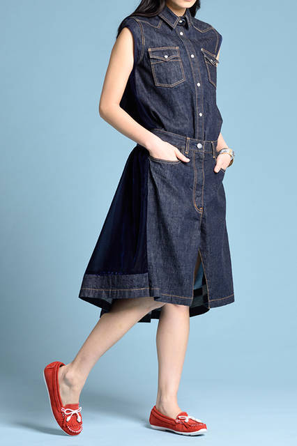 """<strong>WOMEN'S STYLE</strong><br /> 人気のデニムスタイルに、ヴィヴィッドな色合いのインディアンモカシンを合わせるだけでグッとコンテンポラリーに。  <br />  <a href=""""/gallery/1470755/30"""" class=""""link_underline""""> 靴 1万5120円  </a>  <br /> <br />  <a href=""""http://www.regalshoes.jp/week/16s/ladies/#shoes14"""" target=""""_new"""">http://www.regalshoes.jp/week/16s/ladies/#shoes14</a>"""
