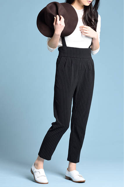"""<strong>WOMEN'S STYLE</strong><br /> ボーイッシュなパンツスタイルには、ダブルモンクの短靴でマニッシュに。モノトーンの色味も都会的でおしゃれ。  <br />  <a href=""""/gallery/1470755/25"""" class=""""link_underline""""> 靴 1万8360円  </a>  <br /> <br />  <a href=""""http://www.regalshoes.jp/week/16s/ladies/#shoes08"""" target=""""_new"""">http://www.regalshoes.jp/week/16s/ladies/#shoes08</a>"""