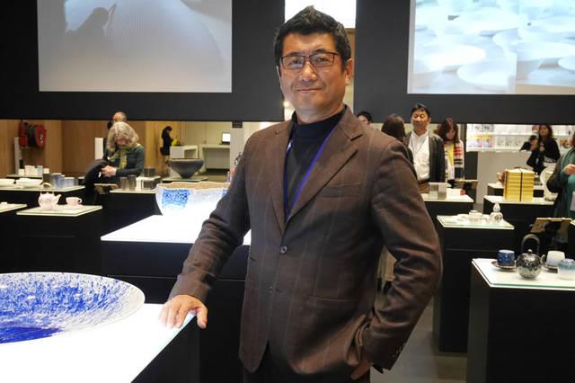 有田焼ブースで奥山清行氏にインタビュー。