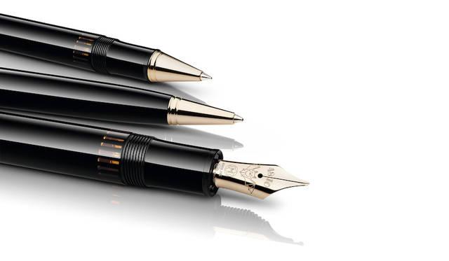 ワルツ王「ヨハン・シュトラウス」から名付けられたこの作品は、万年筆、ローラーボール、ボールペンの3種から選ぶことができる。
