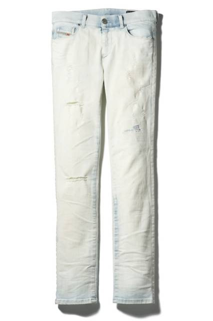 <strong>DIESEL青山限定</strong><br/>WOMEN'S デニムパンツ(SANDY 674A)<br/> 価格 4万4000円