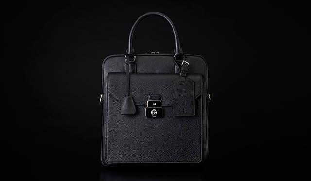<strong>Albany Vertical Soft Briefcase</strong><br />価格|20万3040円<br />カラー|ブラック、オックスブラッド、ネイビー<br />サイズ|約W30.0×H32.0×D7.0cm<br />