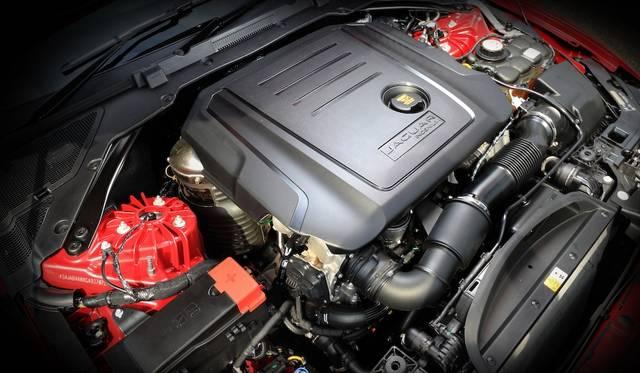 1,999cc 4気筒ディーゼルエンジンは180ps/4,000rpm、430Nm/1,750-2500rpmを発揮