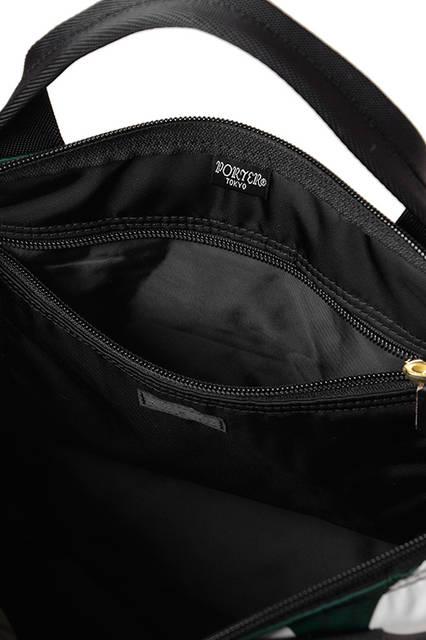 <strong> 2WAY TOTE BAG </strong><br> MARNI × PORTERのすべてのラインナップの中で、最も人気の高いトートバッグ・リュック サックの2WAYバッグ。ハンドルの握りやすさ、リュックサックの背負い安さを、コンパクトな トートバッグで追求しています。 <br>  W42×H44×D2cm <br> 3万7000円(税別)