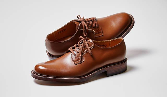 カジュアル感のある外羽根のプレーントゥも、アメリカンテイスト薫る新しいビスポークサンプル。こうしたリーガルらしさを打ち出したサンプル提案は定期的に行われており、カタログにもまとめられているので、注文したい靴のイメージが固まっていないときなどに役立つ。
