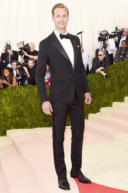 "Alexander Skarsgard|アレクサンダー・スカルスガルド<br><br>  Suits|<a href=""/brand/louis-vuitton"">LOUIS VUITTON</a> <br><br>  <a href=""/gallery/1469934"" class=""link_underline"">2016-17年 秋冬 メンズ コレクション</a><br /> <br> © Louis Vuitton"