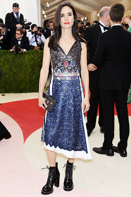 "Jennifer Connelly|ジェニファー・コネリー<br><br> Dress|<a href=""/brand/louis-vuitton"">LOUIS VUITTON</a> <br><br>  <a href=""/gallery/1482034"" class=""link_underline"">2016-17年 秋冬 ウィメンズ コレクション</a><br /> <br> © Louis Vuitton"