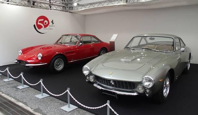 330GTC(左)と250GT Berlinetta Lusso(右)