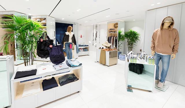 """""""衣""""をテーマに、ビームスがセレクトした日本ブランドが並ぶ2階。ブランドは続々と入れ替わる予定"""