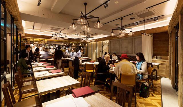 地下1階には、総合アドバイザーの小山薫堂氏がプロデュースしたレストラン「日光金谷ホテル クラフトグリル」がお目見え