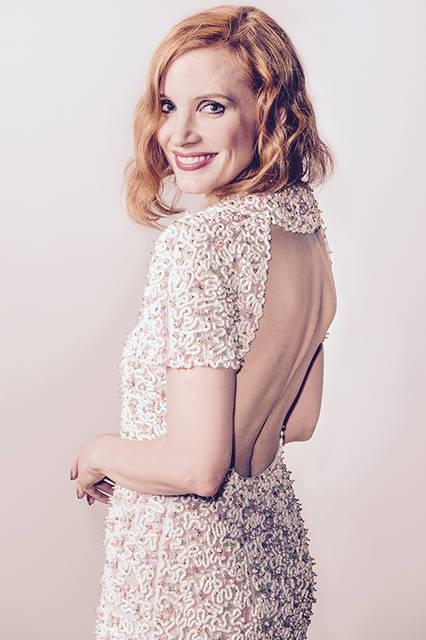 """ジェシカ チャステイン<br /> <a href=""""/brand/chanel"""">CHANEL</a><br /> マルチカラーの刺繍が施されたドレスをコーディネートしました。  <br /> <br /> ©chanel"""