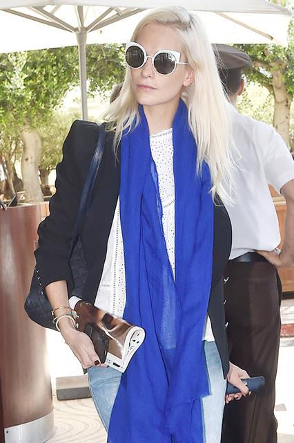 """ポピー・デルヴィーニュ<br /> <a href=""""/brand/fendi"""">FENDI</a><br /> 2016年5月、第69回カンヌ国際映画祭(The 69th Cannes Film Festival)が開催されている南仏・カンヌにて、イギリス出身のファッションモデルポピー・デルヴィーニュ(Poppy Delevingne)がフェンディの新作サングラスをかけて登場。彼女がプライベートで愛用しているのは、2016年春夏コレクショのサングラス「<a href=""""/article/1484806"""" class=""""link_underline"""">アイシャイン (EYESHINE)</a>」。モダンかつ構築的なシェイプ、大ぶりなレンズにスリムテンプルが意表を突く、個性的でフューチャリスティックなデザイン。    <br /><br /> FENDI– サングラス""""アイシャイン"""" 6万7000円(税抜)"""