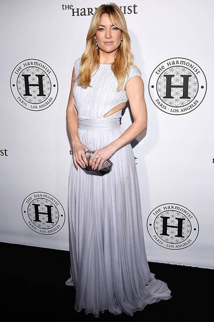 """ケイト・ハドソン<br /> <a href=""""/brand/roberto-cavalli"""">Roberto Cavalli</a><br /> """"The Harmonist""""のパーティで彼女が着用したのは、ロベルト・カヴァリのカヴァリ・クチュールのドレスで、パウダーライトブルーのニットにシークインと パールが散りばめられたシフォンのスカートが特徴。 <br /> <br /> ©roberto cavalli"""