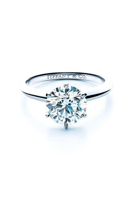 <strong>ティファニーセッティング エンゲージメントリング</strong><br /> 素材|ダイヤモンド(0.18ct〜)、プラチナ<br />
