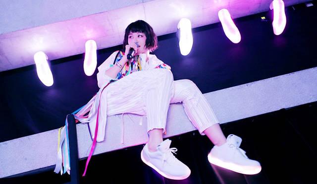 コムアイによるスペシャルコンテンツ、コラボ楽曲披露