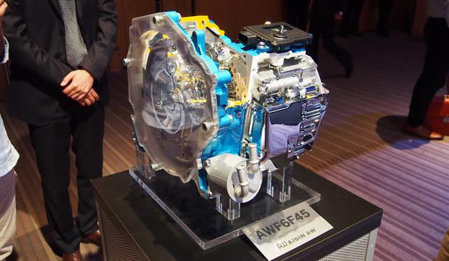 アイシンAWと共同開発した6段オートマチックトランスミッション「EAT6」