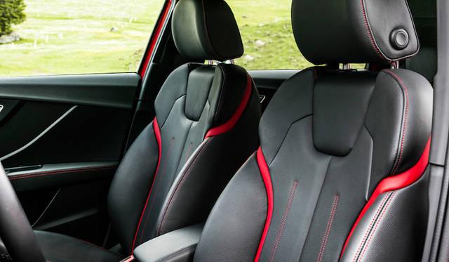 フロントシートも仕様によってさまざまなスタイルが用意される