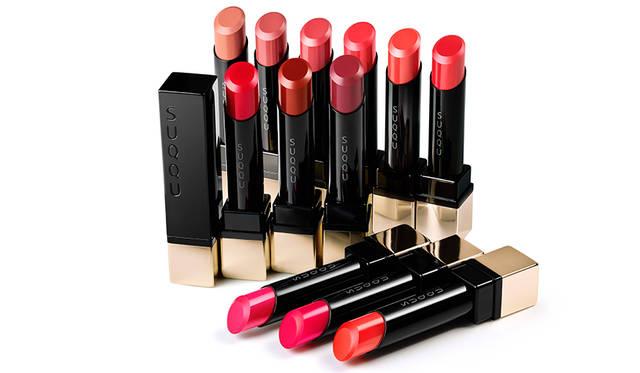 <strong>EXTRA GLOW LIPSTICK <br /> エクストラ グロウ リップスティック</strong> <br /> ひと塗りで、大人の純度を上げる唇へ。純ツヤ・純発色・軽やかな使用感を追求。こだわりのノンパール処方。  <br /> カラー|新色10色/限定2色 <br /> 価格|4000円(税抜) <br /> 発売日|8月5日(金)