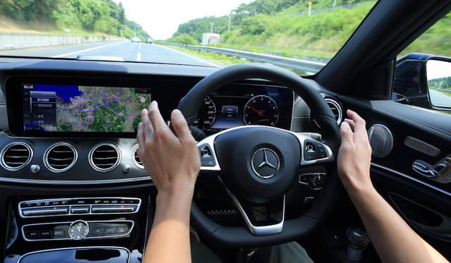 80km/hから180km/hまで高速走行中の自動レーンチェンジができる「アクティブレーンチェンジングアシスト」装備