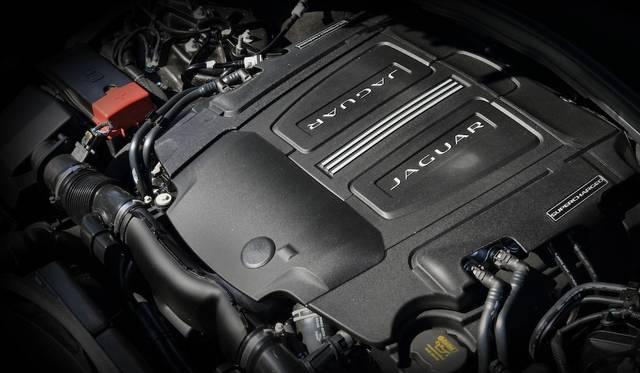 Sの2,994ccV型6気筒エンジンは280kW(380ps)と450Nm@3,500rpmを発生