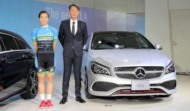 応援に駆け付けた、リオデジャネイロ五輪の自転車トラック競技女子オムニアムに日本代表として出場したCIEL BLUE KANOYAの塚越さくら選手(左)と上野金太郎代表取締役社長兼CEO(右)