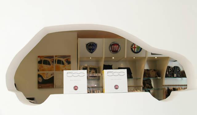 オフィシャル・マーチャンダイジング・ショップの小窓