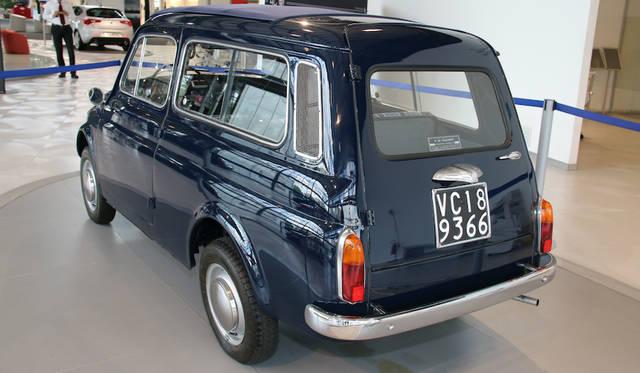 ショールームの一角に展示された歴史車から。アウトビアンキ500ジャルディニエラ。ベースとなったフィアット500の生産終了後も、1977年までカタログに載り続けた