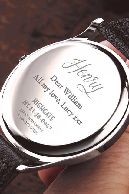 時計ケースがメッセージカード代わりに。とてもロマンチックなプレゼントである。