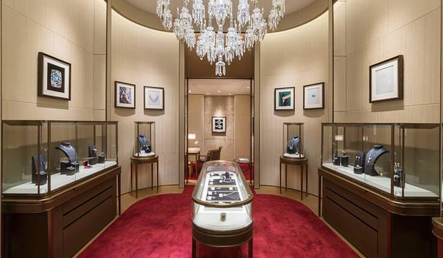 1階のハイジュエリーの殿堂_類まれなる輝きに満ちる、まさに唯一無二の空間<br> Jimmy Cohrssen ©Cartier