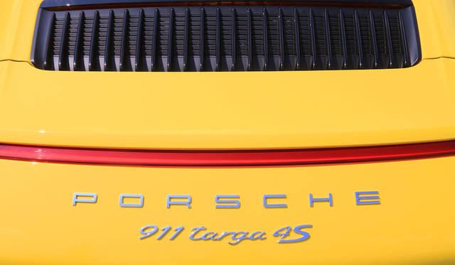 水平対向6気筒エンジンは可変バルブタイミングシステム(インテーク/アウトレット側)および可変バルブリフトシステム(インテーク側)を備える