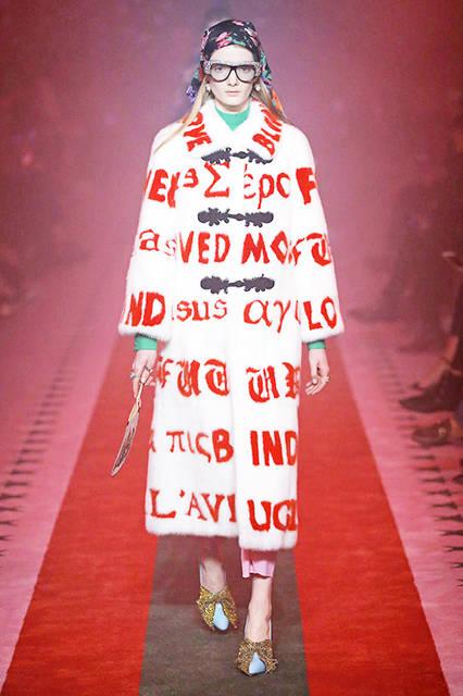 "<a href=""/brand/gucci"">GUCCI|グッチ</a><br><br> <a class=""link_underline"" href=""/gallery/1507034"">2017年春夏ウィメンズコレクション</a><br>Courtesy of Gucci"
