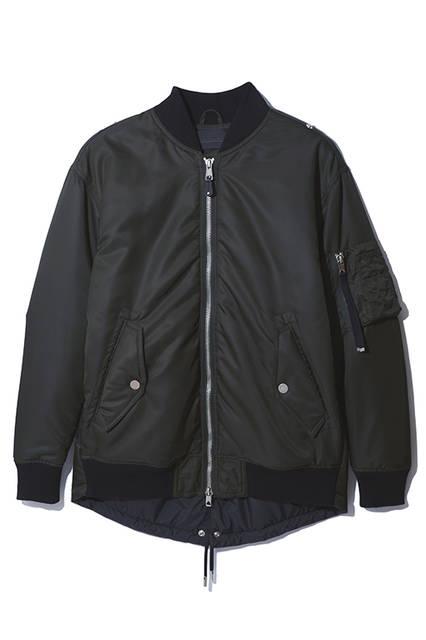 引き続き大人気のMA-1。軽量のナイロン素材を使用していながらも、風を通さないのでこれからの季節に活躍すること間違いなし。機能的で男らしさを感じさせる一着。ジャケット7万9000円(ディーゼル ブラック ゴールド)