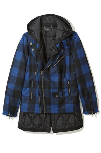 ライダースにナイロンのフードとインナーが組み合わされたユニークな表情のジャケット。レイヤードをしているようなコーディネートをこれ一着で楽しめる万能アイテム。ジャケット15万2000円(ディーゼル ブラック ゴールド)