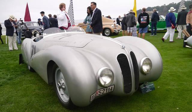 100周年を迎えたBMWの展示のうち328 Mille Miglia Bugelfalete Roadster(37年)はカム理論による空力ボディが特徴的で、アルベルト・シュペアが所有していたこともある
