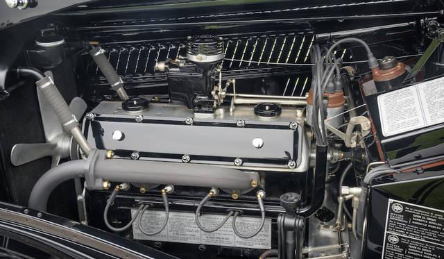 ランチア・アストゥーラ・ピニン・ファリーナ・クーペは3リッターの狭角V8エンジンを搭載している Copyright © Kimball Studios / Courtesy of Pebble Beach Concours d'Elegance