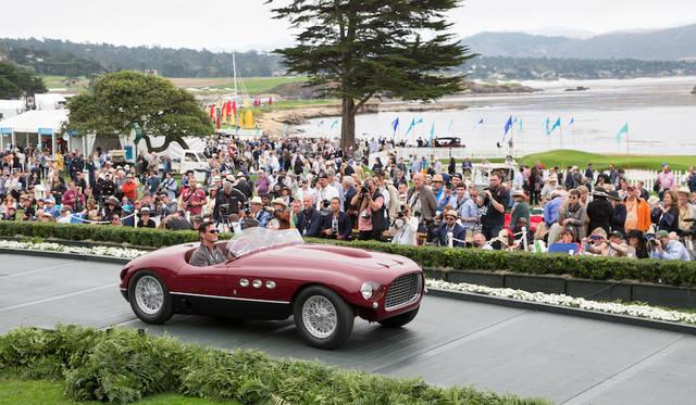 オペルやGMのデザイナーだったストローザー・マクミン「最もエレガントなスポーツカー」トロフィを受賞したのはフェラーリ250MMビニャーレ・スパイダー(53年) Copyright © Kimball Studios / Courtesy of Pebble Beach Concours d'Elegance
