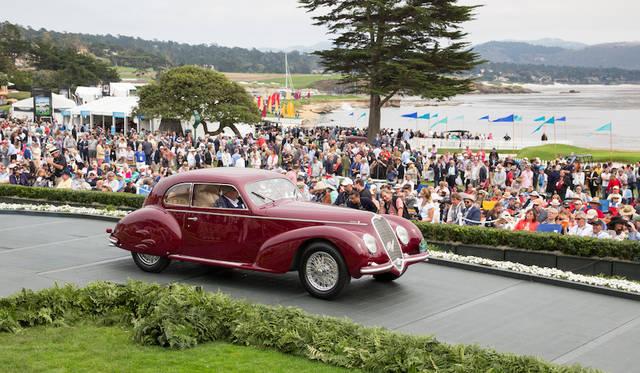 数かずの自動車デザイナーを輩出した米「アートセンター・カレッジ・オブ・デザイン賞」はアルファロメオ6C 2500 SSツーリング(39年)はベニート・ムソリーニが愛人のクララ・ペタッチのためにオーダーした車両でトリプルカーブレターのエンジンはオリジナルのまま Copyright © Kimball Studios / Courtesy of Pebble Beach Concours d'Elegance