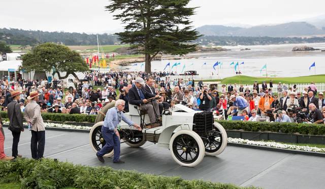 スタンフォード大学で自動車史を勉強するカリキュラム「レブス・プログラム・アット・スタンフォード賞」はフロントエンジン/後輪駆動のメカニカルレイアウトを実現し米国のレースですぐれた成績を残したパンアール・エ・ルバソールのタイプB1レースカー(1901年)に Copyright © Kimball Studios / Courtesy of Pebble Beach Concours d'Elegance