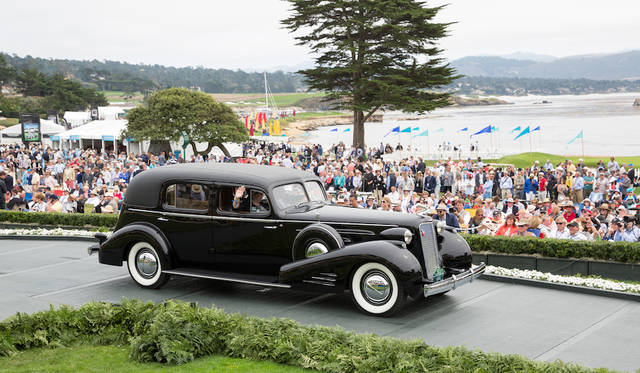Class C-2(American Classic Closed)部門1位、Cadillac Series 90 Fleetwood Seven Passenger Imperial Cabriolet(37年) Copyright © Kimball Studios / Courtesy of Pebble Beach Concours d'Elegance