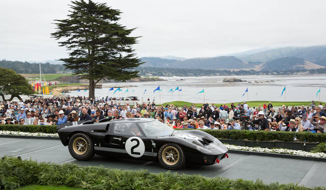 Class W(Ford GT40 Victory at Le Mans 50th Anniversary)部門1位のFord GT40 P/1046 Mk II(66年) Copyright © Kimball Studios / Courtesy of Pebble Beach Concours d'Elegance