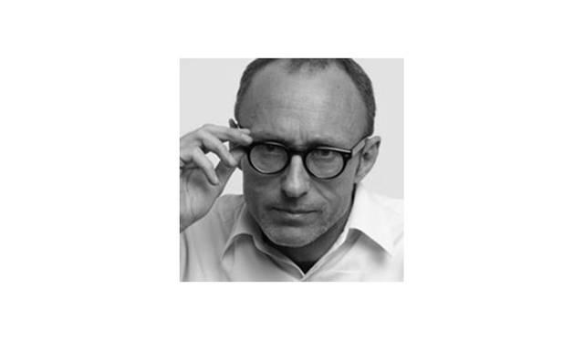 <strong>Jean-Philippe Delhomme<br> ジャン・フィリップ・デローム / ファッションイラストレーター</strong><br><br>  1959年生まれ、パリ在住。ファッションイラストレーターとしてだけでなく、ペインター、ライター、ブロガーとマルチに活躍。<br> 各分野の才能と鋭い探究心で、斬新な作品を生み出す。 『VOGUE』、『GQ』等数多くのグローバル誌にイラストを寄稿するほか、ブランドや企業の広告キャンペーンも手掛ける。<br> オリジナリティとシニカルなユーモアに溢れる作風で、全世界にファンを持つ。
