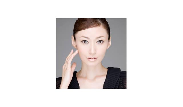 <strong>Maki Tamaru<br> 田丸麻紀 / 女優・モデル</strong><br><br>  これまでCMや数々のファッション誌の紙面を飾り、トップモデルとして活動。 <br>2003年3月の「女優宣言」お披露目発表会を皮切りに、ドラマや映画で活躍する一方、番組キャスターやバラエティ、イベントにも積極的に活動の場を広げるなど、現在多方面において活躍中。