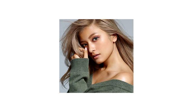 <strong>Rola<br> ローラ / モデル・タレント・女優</strong> <br><br> ハーフモデルとして独自のアイデンティティーを持ち、その愛くるしいキャラクターと個性溢れるスタイルで国内外を問わず活躍。<br> 現在はあらゆるファッション誌のカヴァーを飾り、様々な表情でファンを楽しませている。<br> また、自身のファッションセンス・セルフプロデュースも業界から評価が高く、今後の動向がさらに注目される女性である。