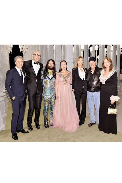 2016年10月29日 ロサンゼルス - グッチがプレゼンターを務める第6回 The Los Angeles County Museum of Art's (LACMA) Art+Film Galaが開催されました。会場では、BØRNSによるスペシャルパフォーマンスが披露され、LACMA評議員のエヴァ・チャウと俳優のレオナルド・ディカプリオが共同ホストを、またグッチ クリエイティブ・ディレクター アレッサンドロ・ミケーレがガラ・ホスト委員会の議長を務め、アーティスト ロバート・アーウィンと映画監督 キャスリン・ビグローの功績を称えました。