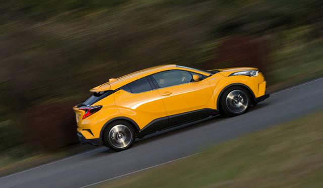 ハイブリッド車は1797ccエンジン(72kW/98psと142Nm)に電気モーター(53kW/72psと163Nm)を組み合わせている