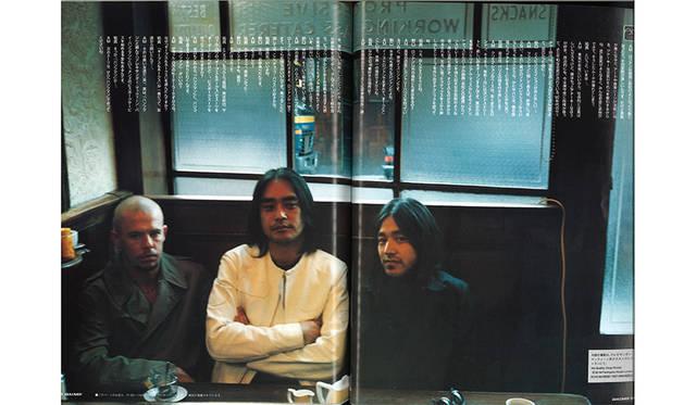 左から故アレキサンダー・マックイーン、強さん、祐真編集大魔王<br>『ガリバー』2002年増刊号より ©マガジンハウス