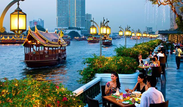 川沿いの優雅な朝食「ザ・リバーサイド テラス」
