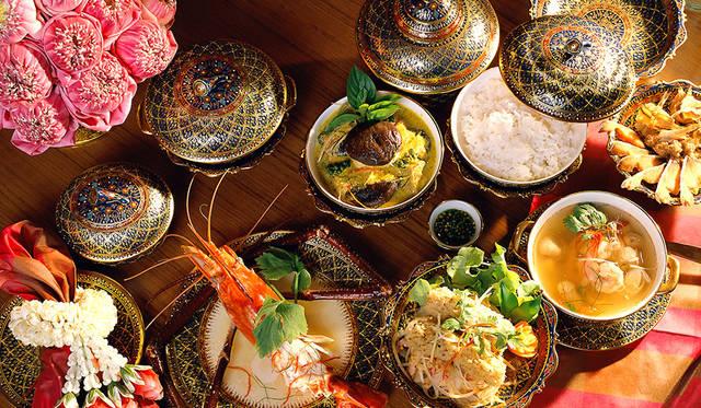 伝統のダンスが見られるタイ料理レストラン「サラ リム ナーム」